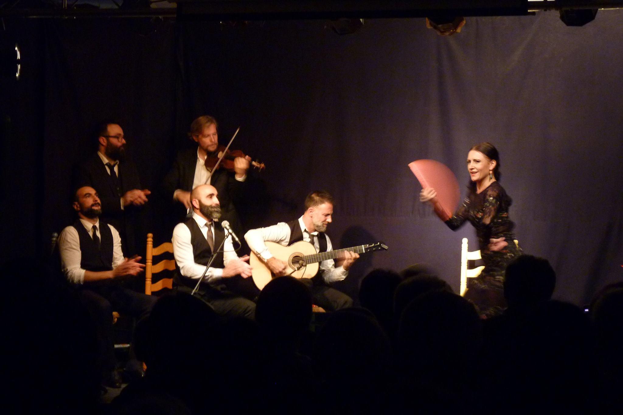 danseurs et musiciens lors d'un spectacle de flamenco à Bordeaux
